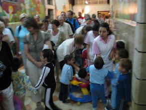 Photo: Bethléem avec une religieuse de la Saint Famille (hôpital , secteur enfants)