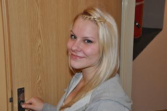 """Photo: Johanka se pasovala na """"šéfku"""" pokoje."""