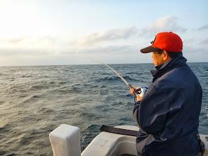 """Photo: あけましておめでとうござ・・・。 やっと乗船できました""""イワオさん""""!今日が初釣りです。"""