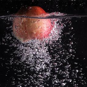apple splashing.... by Ismed  Hasibuan  - Food & Drink Fruits & Vegetables ( water, red, splashing, apple, food, fruits, bubbles )
