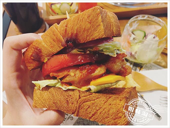 一日之初-韓式辣味雞腿丹麥三明治
