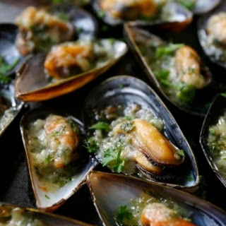 Easy Steamed Mussels.