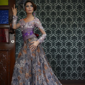 Manda Luna by Jhones Gozali - People Fashion ( fashion, model, indonesia, batik, kebaya )