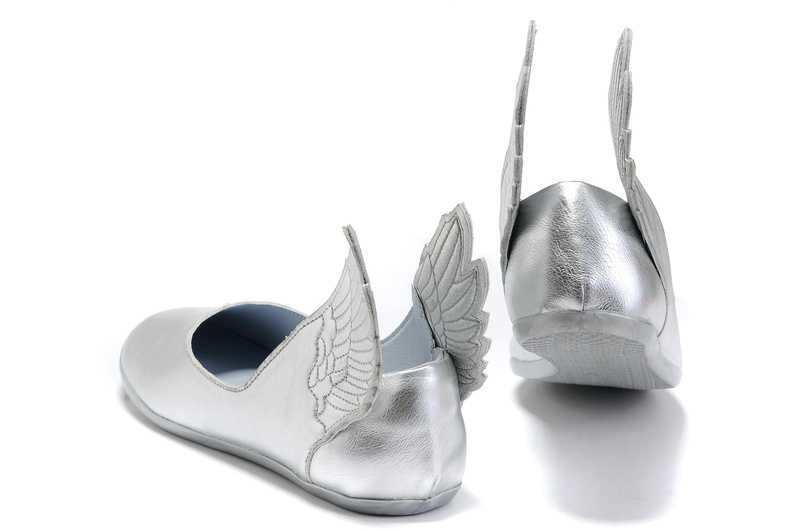 Zapatos de niña con alas