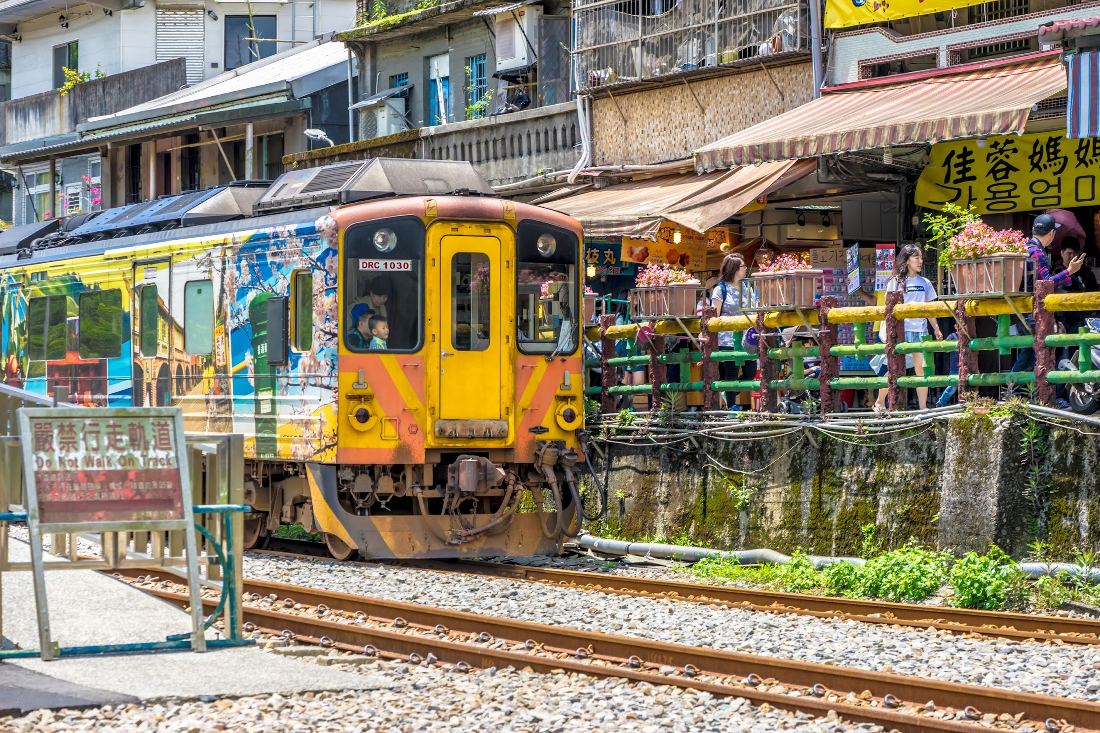 how to travel from taipei main station to shifen