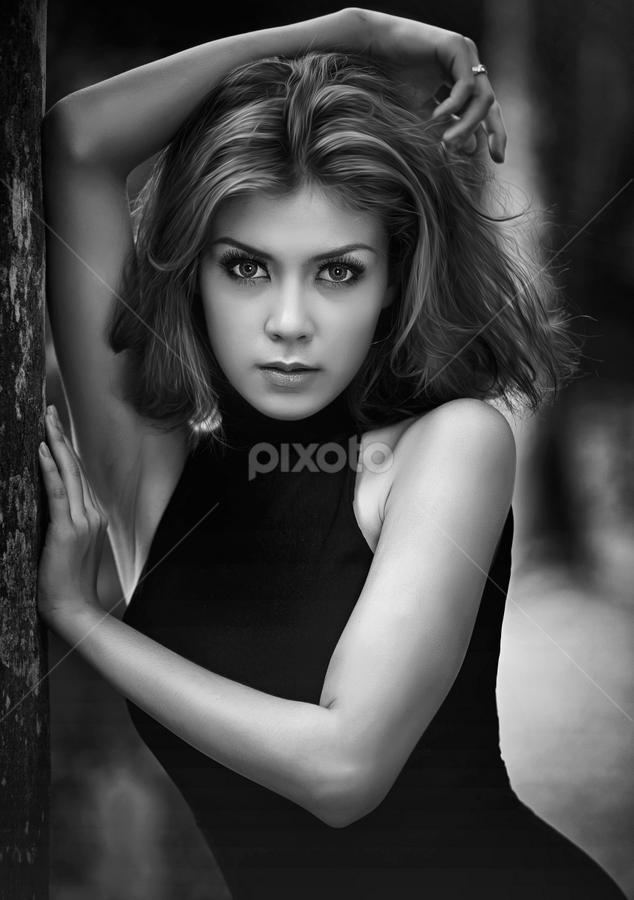 Stefvanie in BW by Ivan Lee - Black & White Portraits & People ( canon, model, girl, nature, beauty, , woman, b&w, portrait, person )
