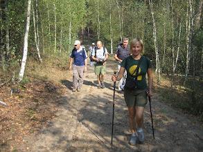 Photo: Dalej już poszliśmy niebieskim szlakiem do godziny 13:00. O tej godzinie należało według programu wrócić z powrotem tym samym szlakiem. W ten sposób nikt nie mógł się zgubić, no chyba, że bardzo chciał. Albo poszedł na grzyby.
