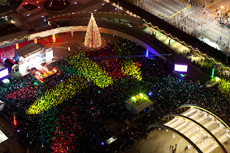 Photo: Tens of thousands flood City Hall in Toronto for the Cavalcade of Lights. Four people decided to Occupy Rooftops.