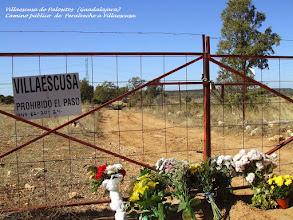 Photo: Acceso al Cementerio Municipal cortado en el camino público de Peralveche a Villaescusa