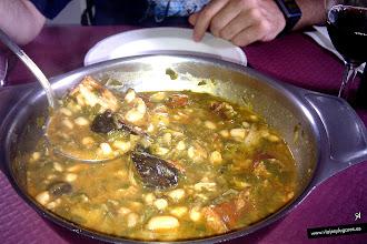 """Photo: 55: En Celis encontramos un restaurante donde tomamos un cocido montañés, típico de Cantabria, de """"toma pan y moja"""", bueno, todo estaba muy bueno, pero el cocido no lo conocíamos y nos gustó mucho."""
