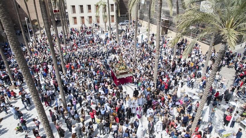 Domingo de Resurrección en la Plaza de la Catedral, que no tendrá sillas este año.