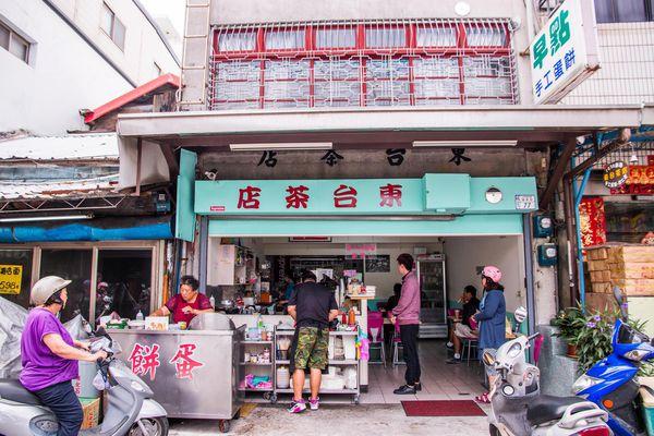 東台茶店 | 在地傳統五十年早餐,尤其推蛋餅配杏仁茶呀!
