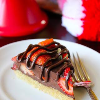Chocolate Covered Strawberry Pie (Vegan & Paleo).