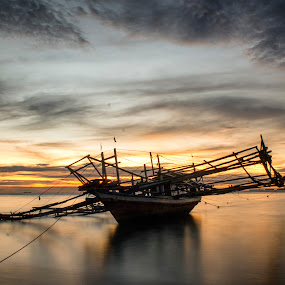 tongkang mak kari by Fajar Vandra - Transportation Boats