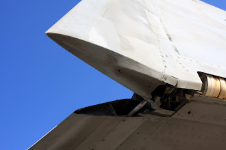 Photo: Psí zub na křídle F/A-18F. EA-18G Growler má jiný tvar.