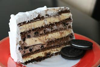 Photo: OREO Ice Cream Cake with Cool Whip Frosting. Nom nom nom.
