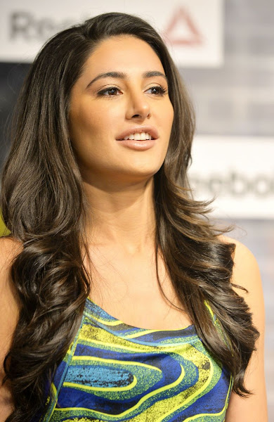 Nargis Fakhri face