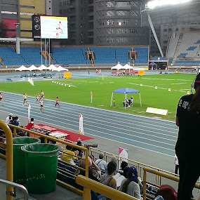 Taiwan Athletics Open 2015 by Jed Mitter - Sports & Fitness Running ( taipei stadium, athletics, taipei, photographers, taking a photo, photographing, photographers taking a photo, snapping a shot )