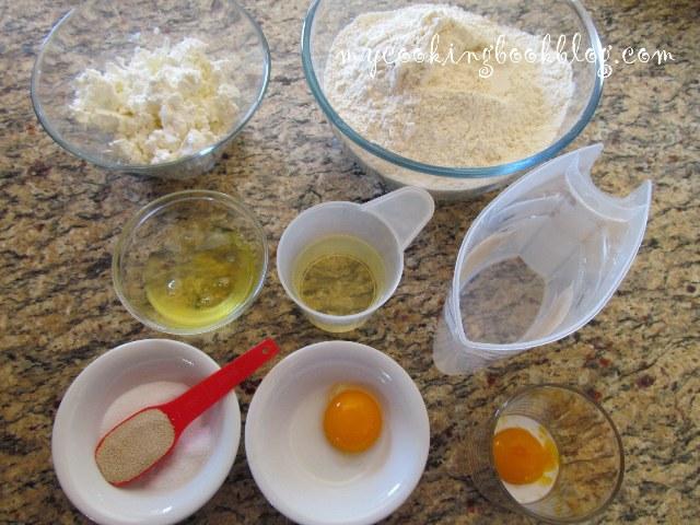 Питка оформена от пурички със сирене