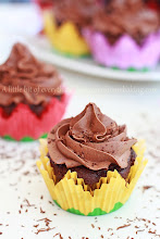Photo: http://www.roxanashomebaking.com/chocolate-cupcakes-with-chocolate-frosting-recipe/