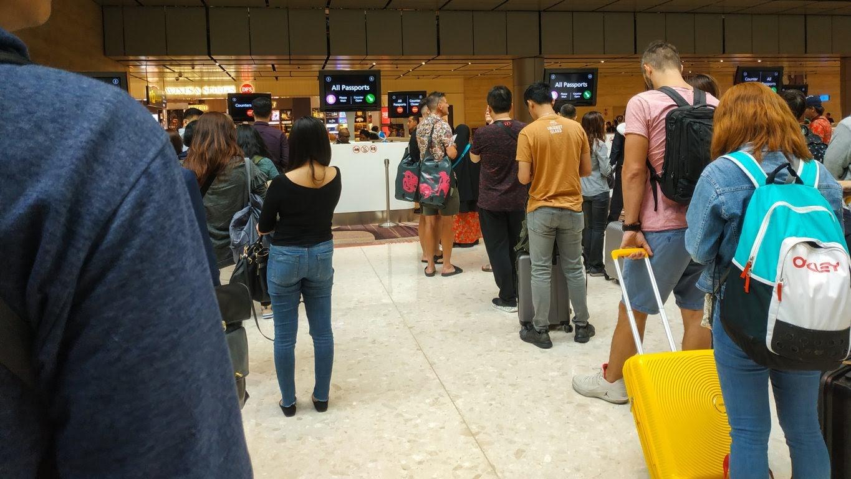 Antrian Check Imigrasi bandara Changi