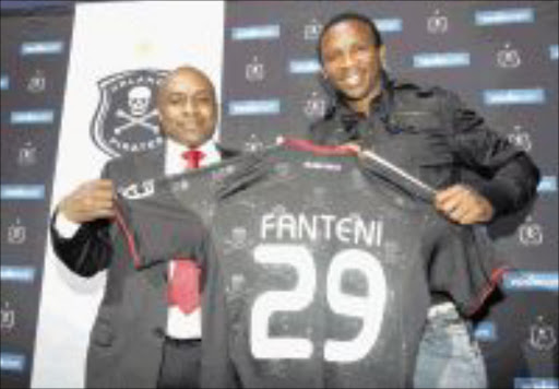 WELCOME: Deadly striker Thembinkosi 'Terror ' Fanteni, right, is welcomed by Orlando Pirates' administration executive Floyd 'Jomo' Mbele at the club's offices in Johannesburg yesterday. Pic:  Veli Nhlapo. 04.08.2009. © Sowetan   20090804VNH.   Striker Thembinkosi 'Terror' Fanteni  join Orlando Pirates welcomed by the club's  administration executive, Floyd