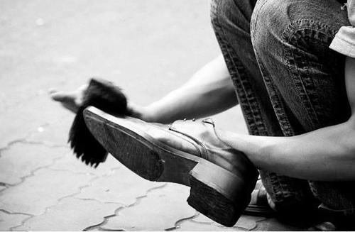 Giày da nam cao cấp - Tại sao bạn nên tự đánh giày?