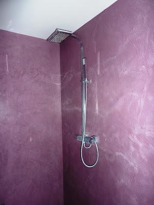 béton ciré coloré douche salle de bain béton ciré par Les Bétons de Clara applicateur béton ciré salle de bain