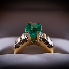 Green Ring by Brian Brown - Artistic Objects Jewelry ( ring, gemstone, free, jewelry, gold,  )