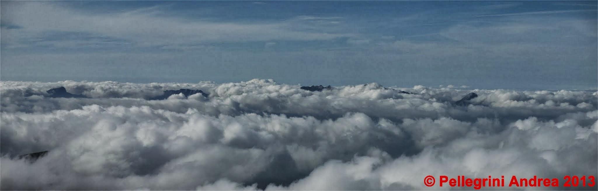 Photo: Panorama 6 dal Cusna, le Apuane tra le nubi