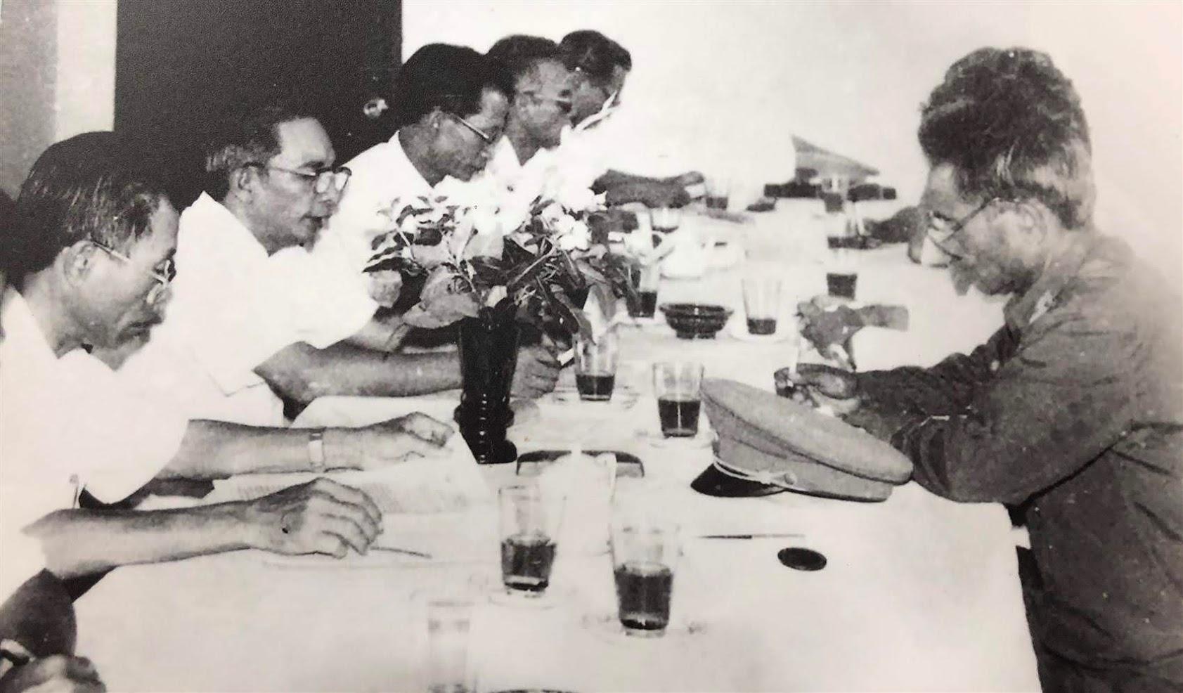 Thiếu tướng Lê Văn Khiêu trong chuyến làm việc tại Công an tỉnh Xiêng Khoảng (Lào) - Ảnh: Tư liệu