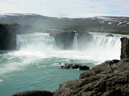 iceland-waterfalls.jpg - Here's my daughter's shot of Godafoss, FAlls.