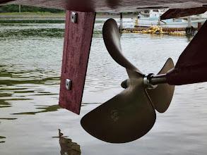 Photo: プロペラもピッカピカ! ・・・海水がかなり上がってきてます。 一人じゃ間に合わなかったでしょうね。