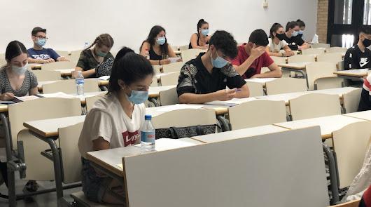La Selectividad de las mascarillas comienza en la UAL con 3.500 alumnos
