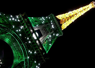 Photo: Eiffel Tower with flashing lights that went off for 15 minutes every hour.