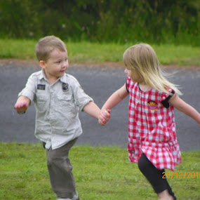 Fast Freinds by Kim Pauly - Novices Only Portraits & People ( friendship, children, cute, together, holding hands,  )