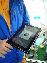 Photo: カメラで撮ったデータをタブレットに移して、見れる!魚もベイトの確認もまたジグの動きも! ・・・飛び出た目玉が戻りません!抜けた腰が戻りません! スゴイ!!日本の「ものづくり」 このときは、ベイト、青物の確認はできませんでしたが、沈められた漁礁、泳ぐジグ、対象魚外のイシダイ、サンノジは写ってました。
