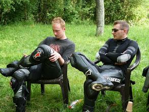 Photo: Relaxen auf der Clubwiese nach der Fahrt