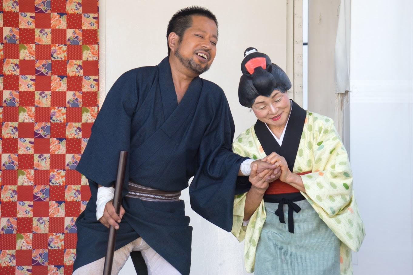 座頭2(北空知新聞・嶋厚志記者)と女将(金山サワさん)