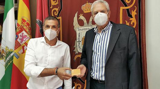 La Obra Social La Caixa dona 2.500 euros al Banco de Alimentos de Vera