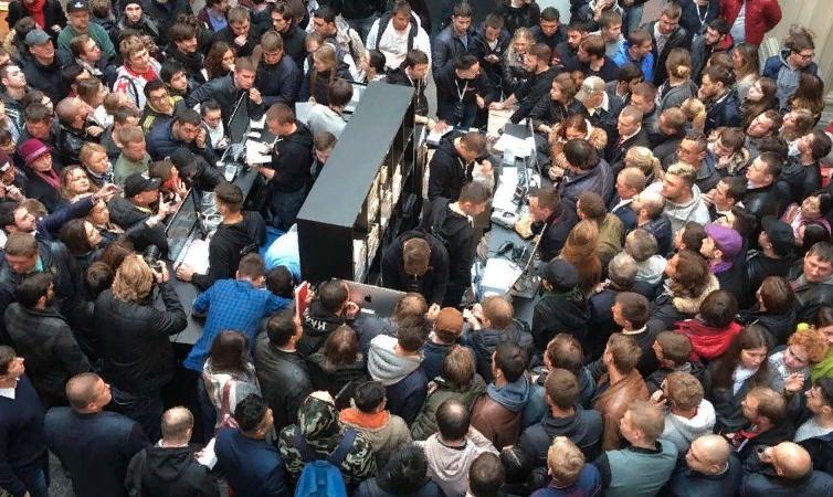 Очереди за новым iPhone в Москве - Триггер новизны