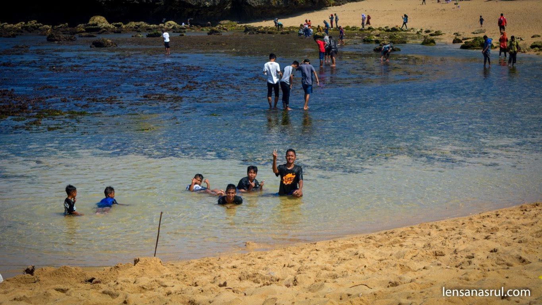 Kondisi di Pantai Sarangan saat air surut