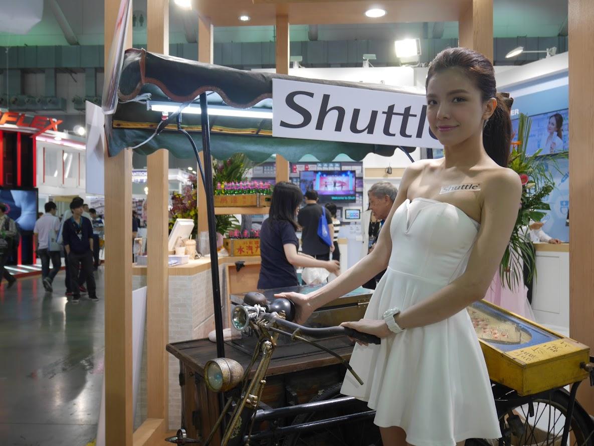 Chia sẻ thông tin, FB Fans của 32 Showgirl xinh đẹp tham dự Computex 2016
