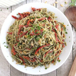 Spinach Spaghetti with Sun-Dried Tomatoes Recipe