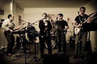 Photo: Laurent, Adeline, Marc, Eric derrière les 2 précédents, etRaphaël