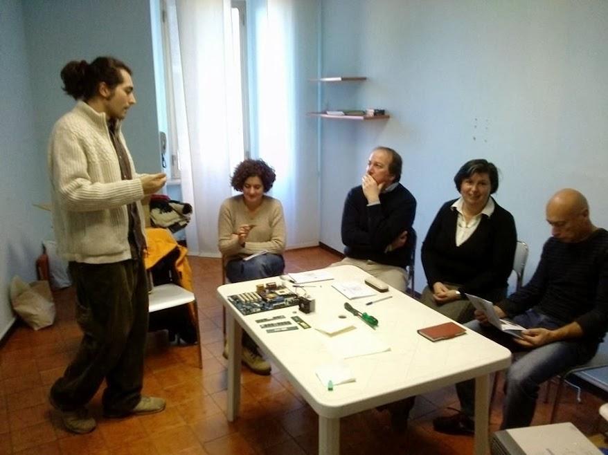 Progetto Trashware - Riutilizzo dei pc e dei suoi componenti - Perugia 15-16 dicembre 2013