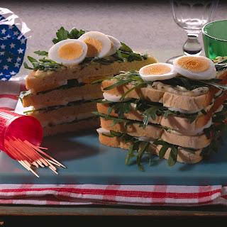 Eiersandwiches mit Rucola