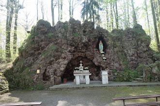 Photo: V blízkosti sanktuária a františkánského kláštera se nachází lurdská jeskyně vytvořená na začátku 20. století