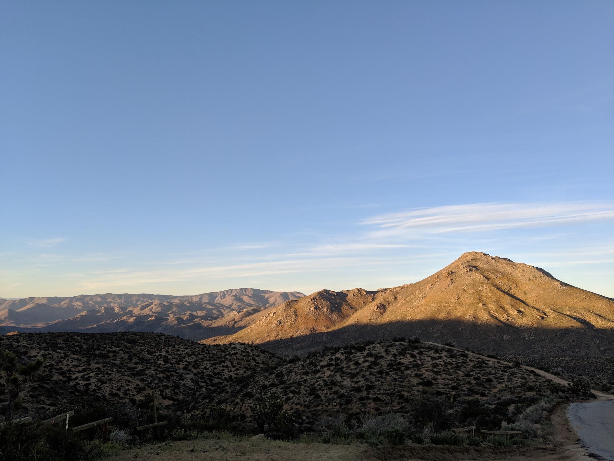 Fin de la journée dans une région assez désertique • End of the day in a pretty dry region
