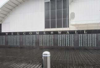 Photo: Sataman tervetuloseinä - seinä, jossa on Australiaan tulleiden siirtolaisten nimiä (äitini enon nimeä en kuitenkaan löytänyt)